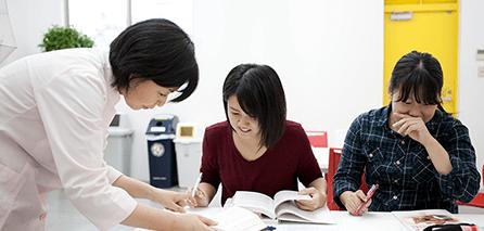 入試・奨学金制度の説明